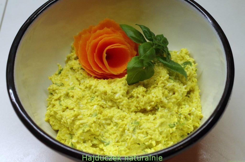 pasta z sera żółtego i jajek