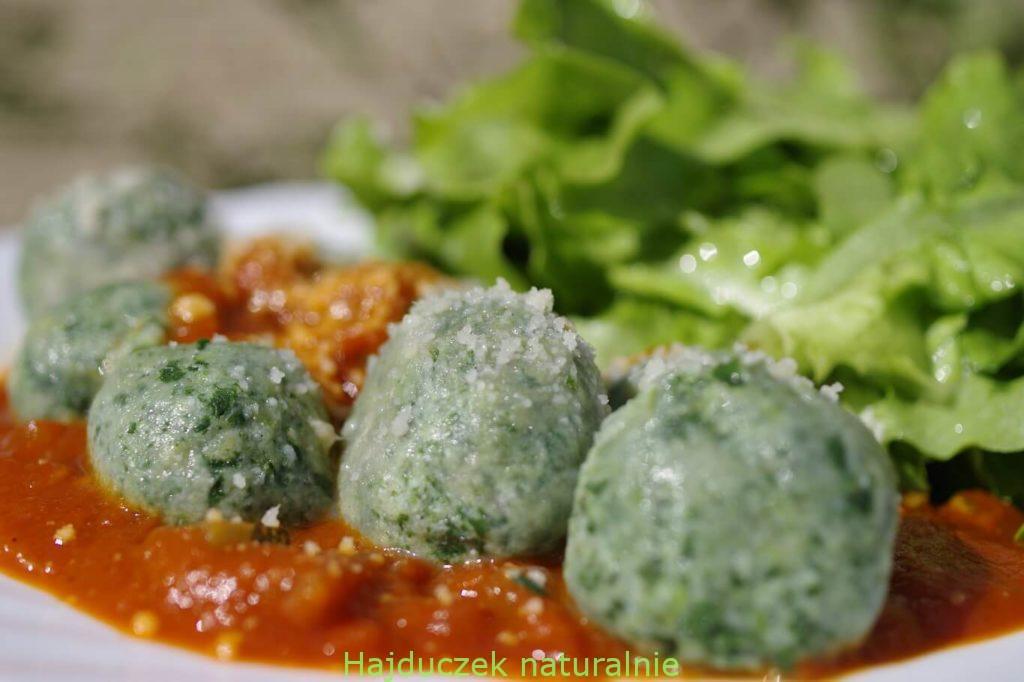 włoskie kluseczki z ricotty i pokrzywy