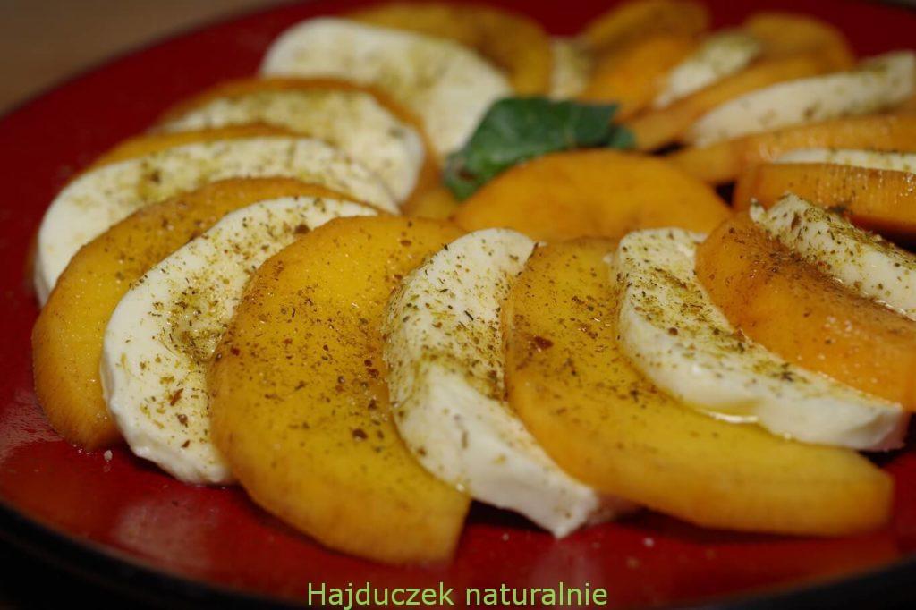 owoc kaki z mozzarellą