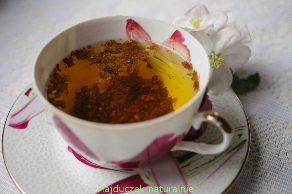 herbatka z pączków jabłoni