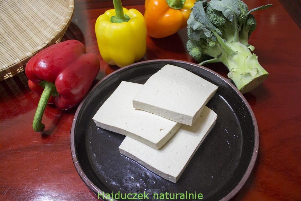 wegetariańskie nuggetsy z tofu