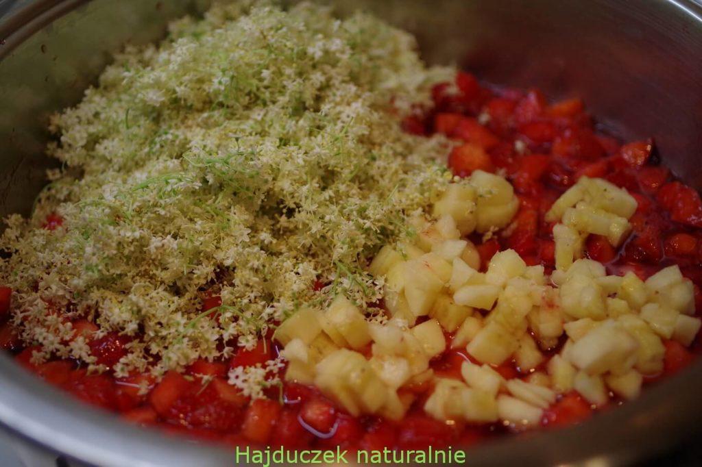 dżem truskawkowy z kwiatami bzu